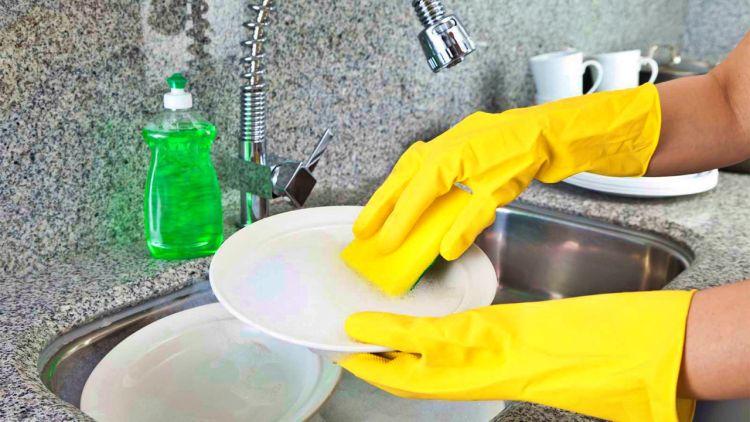 Моющие средства для посуды крайне опасны, если использовать их неправильно