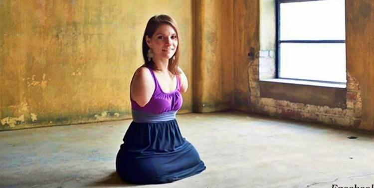 Она умеет шить и учится водить машину, хотя у нее нет ни рук, ни ног