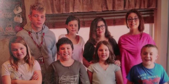 Мати померла, залишивши 3 дітей сиротами. Подруга жінки вирішила піти на немислиме ...