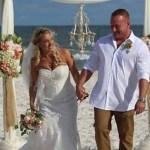 Никто не понял, почему в разгар свадьбы жених стремглав бросился в океан – в результате рыдали все