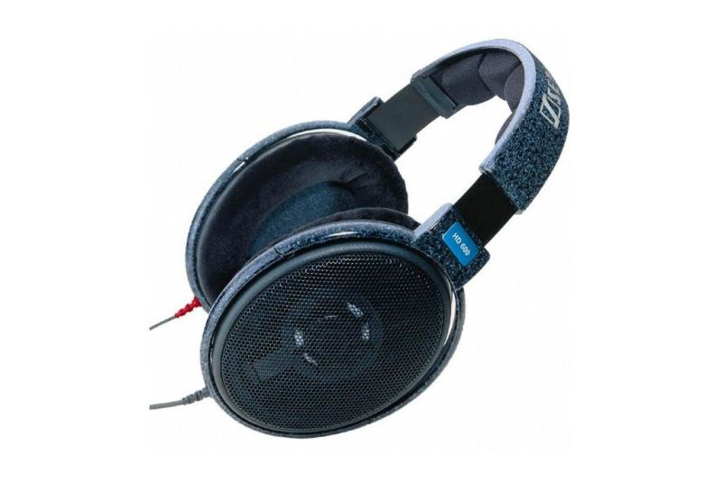 Sennheiser HD 600. Dynamic open-back reference headphones.
