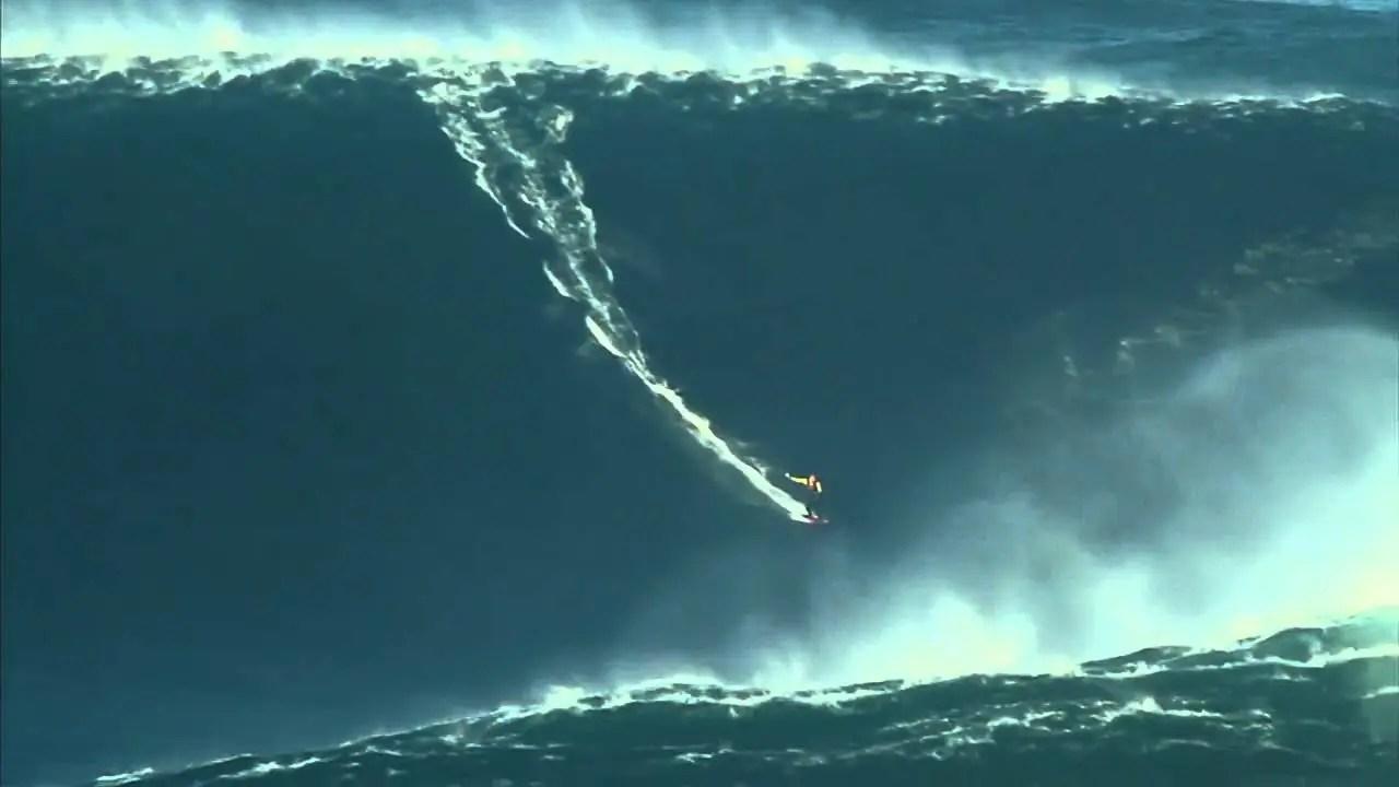 Surfer 80 foot wave