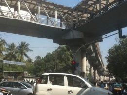 Walkway network over a kilometer long, Bandra. Well used, but isolated from the street with not much to do up there. Next visit, I'm going to see what's up there.