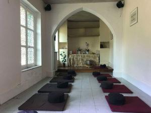 Salle de méditation - Monastère de la source Guérissante - Verdelot - Village des pruniers