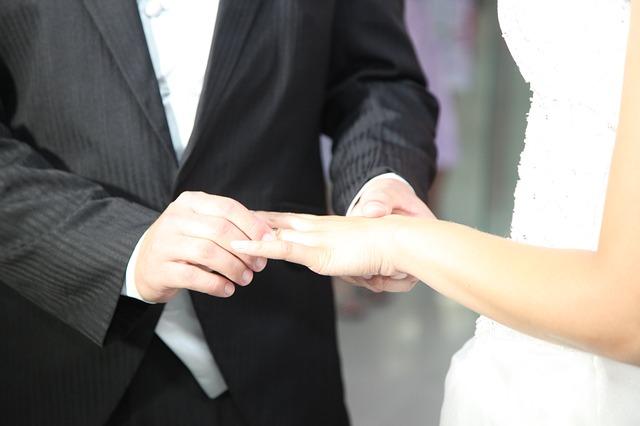 結婚式、誓う、指輪