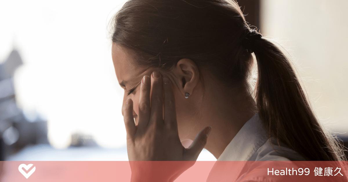 Read more about the article 為什麼女性在月經來臨前,經常會頭痛?經期前造成頭痛的原因是什麼?
