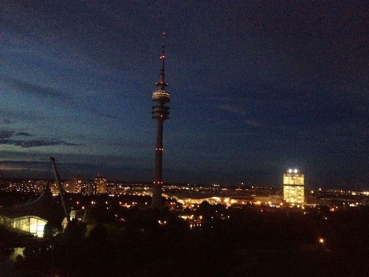 Sport in München 4 Orte, die du auch ohne Sport genießen kannst Olympiaberg healthandthecity.de