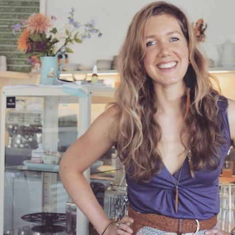 Eva Reinstadler von kitchari.de gibt vegane Koch- und Backkurse. Für uns hat sie Weihnachtsplätzchen –weizenfrei vegan – entwickelt