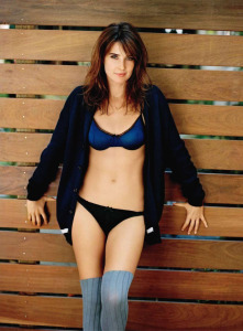 Cobie-Smulders-Height-and-Weight-Bra-Size-Body-Measurements