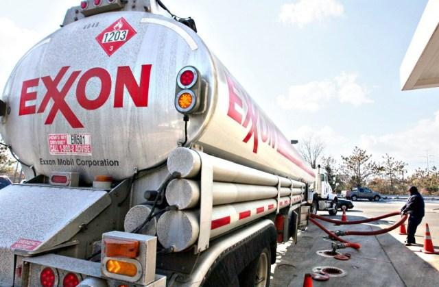 earns-exxon-mobil-2b88137d2cbc6f43