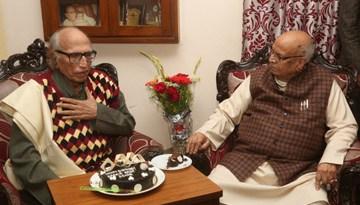 राज्यपाल द्वारा पद्मश्री बशीर बद्र को जन्म-दिन की शुभकामनाएँ