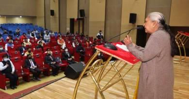 अच्छा काम करने वालों को सम्मानित करने से बढ़ता है उत्साह: राज्यपाल श्रीमती आनंदीबेन पटेल