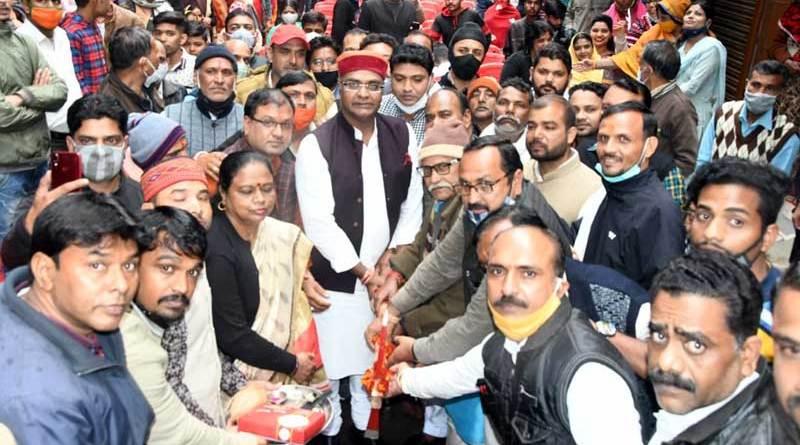 मंत्री श्री विश्वास कैलाश सारंग ने वार्ड 36 हिनोतिया श्मशान घाट के आधुनिकीकरण और विभिन्न विकास कार्यों का भूमि-पूजन किया