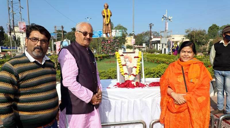 संस्कृति मंत्री सुश्री ठाकुर ने स्वामी विवेकानंद की प्रतिमा पर माल्यार्पण किया