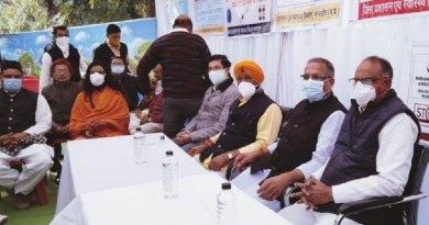 मंत्री श्री डंग की उपस्थिति में मंदसौर में हुआ वैक्सीनेशन