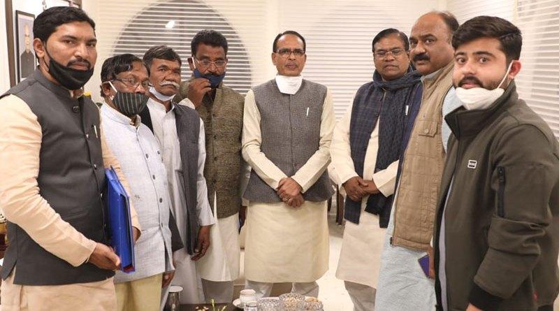 मुख्यमंत्री श्री चौहान से केन्द्रीय राज्य मंत्री श्री कुलस्ते ने सौजन्य भेंट की
