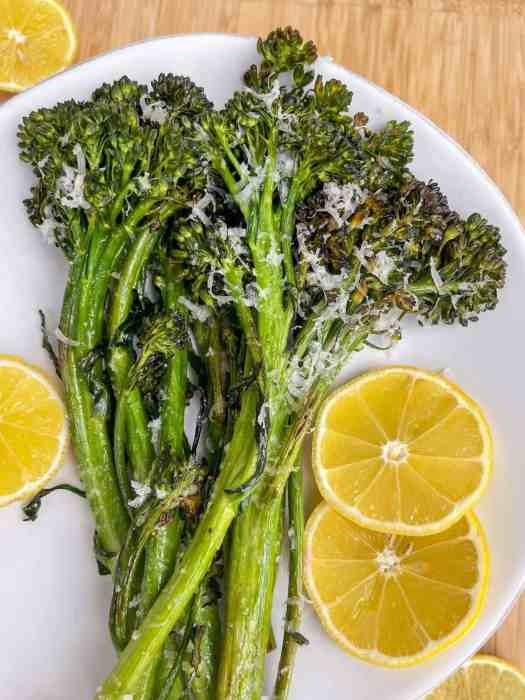 Oven roasted broccolini - super crispy - the best healthy side dish - recipe by Healthful Blondie