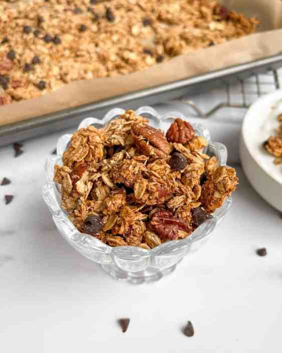 Super easy nutritious homemade chocolate chip granola - recipe by Healthful Blondie