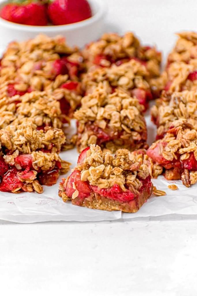 strawberry oatmeal bars with aa sugar cookie base