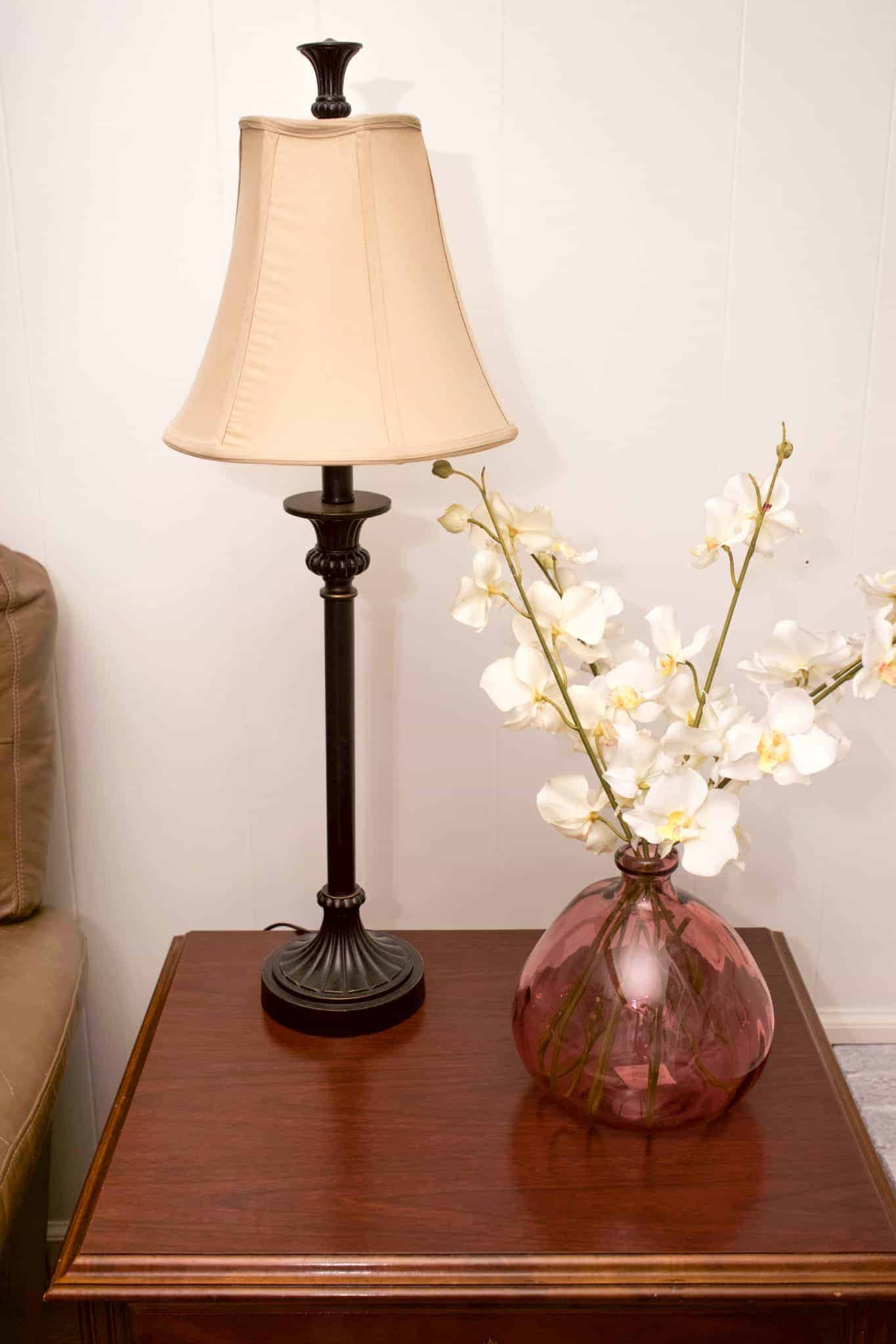 Here is a simple and easy guide for how to quickly and cheaply transform a lamp. Create a whole new look for your space for minimal time and money.