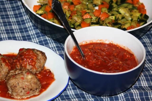 Soße aus Tomaten und Knoblauch Salsa