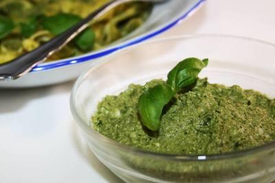 Grünes Pesto mit wenig Öl