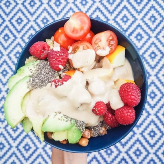Buddha Bowl Avocado Erdnusssoße vegan Healthlove