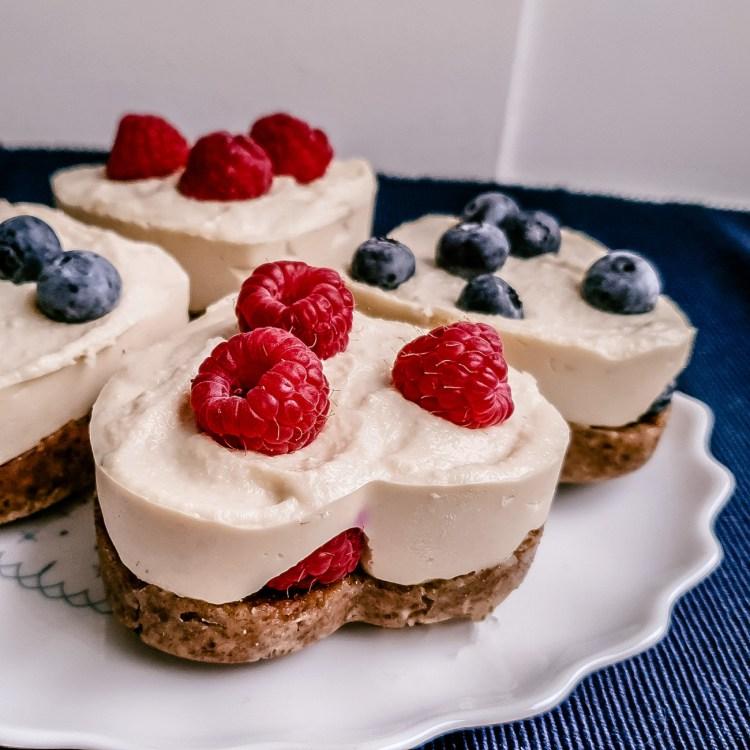 Vegane Minikuchen Healthlove gesund Himbeeren Herzen