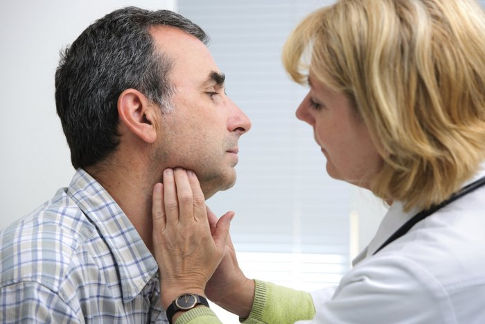 Early thyroid symptoms in men during thyroid cancer under 30