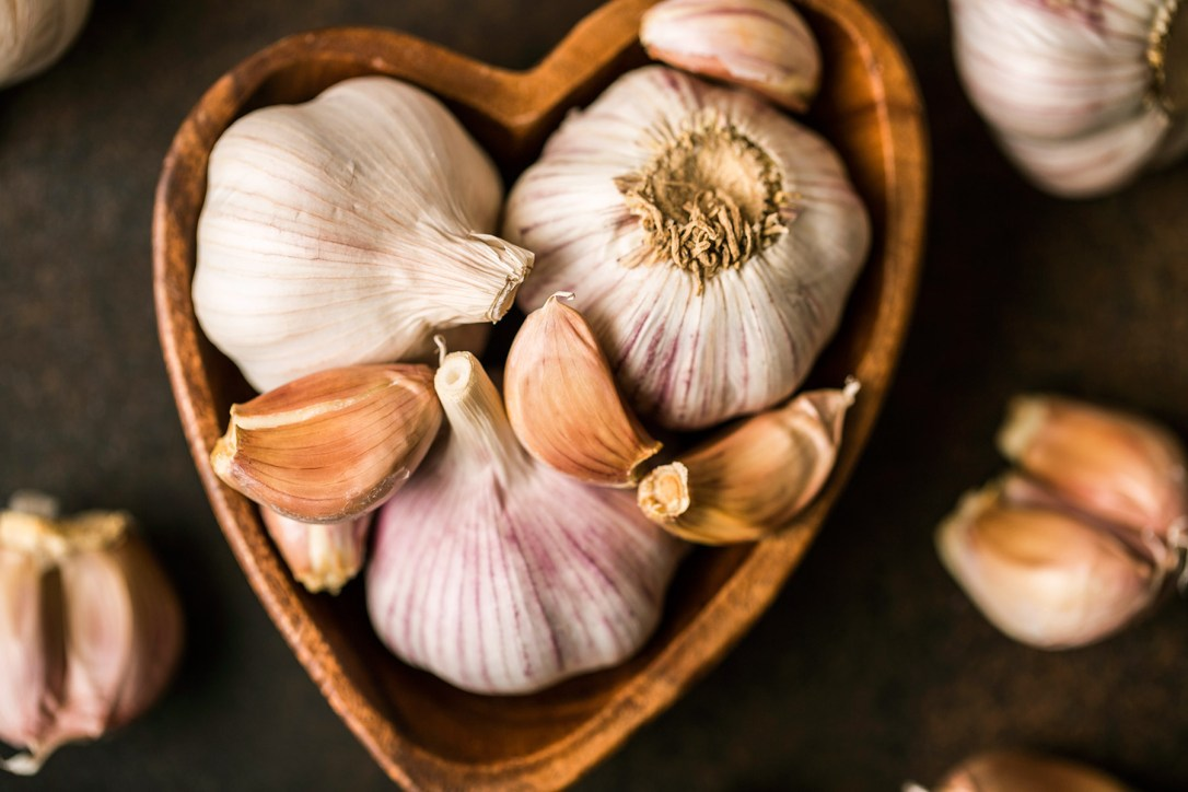 Garlic cloves for yeast infection