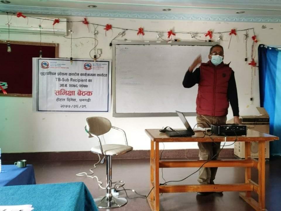 स्वास्थ्य निर्देशनालय राजपुर डोटी का स्वास्थ्य निर्देशक डा .गुण राज अवस्थी