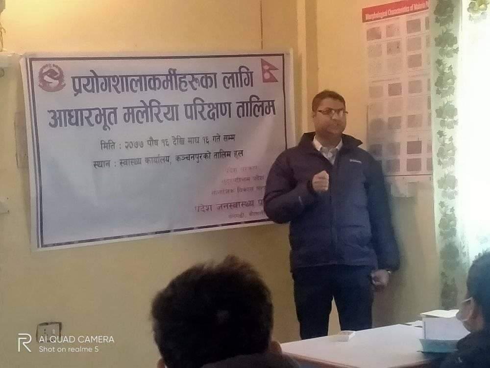 सुदुरपश्चिम प्रदेश जनस्वास्थ्य प्रयोगशालाका नि निर्देशक राम प्रसाद ओझाले सहभागीहरुलाई सम्बोधन गर्न हुँदै