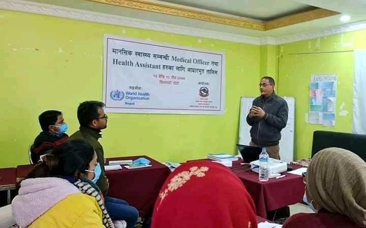 सुदुरपश्चिम प्रदेशका स्वास्थ्य निर्देशक डा.गुण राज अवस्थी ज्यू आफ्नो सम्बोधन राख्दै