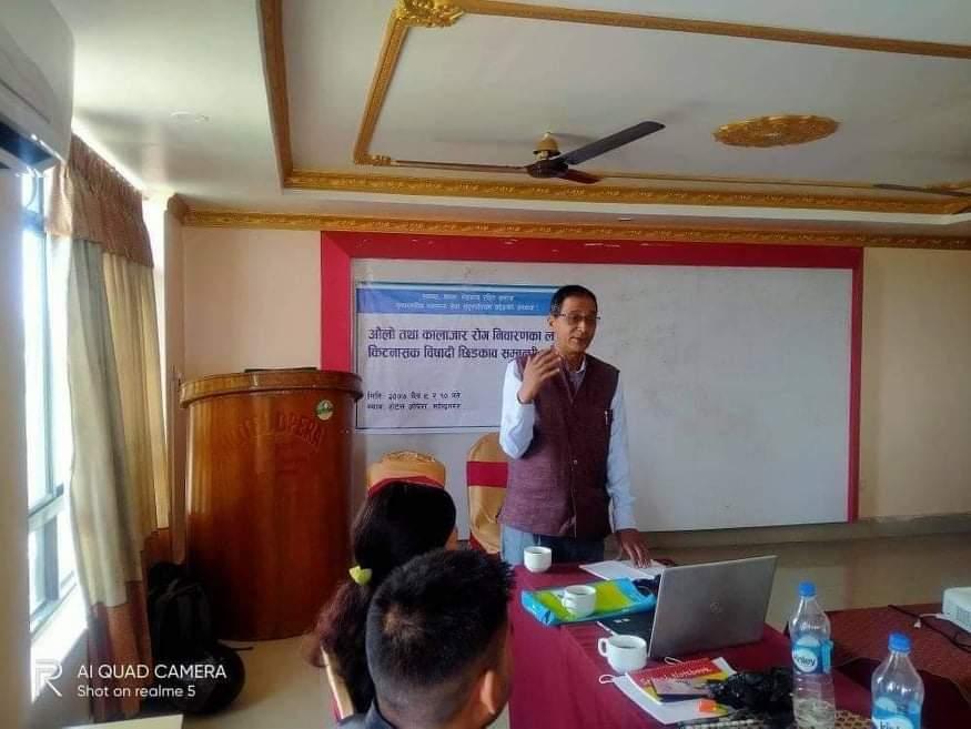 सुदुरपश्चिम प्रदेशका स्वास्थ्य निर्देशक डा.गुणराज अवस्थी आफ्नो सम्बोधन राख्दै