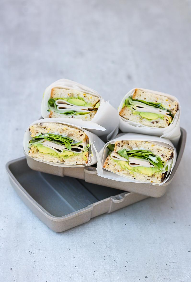 Sandwich-avocado-komkommer-kipfilet
