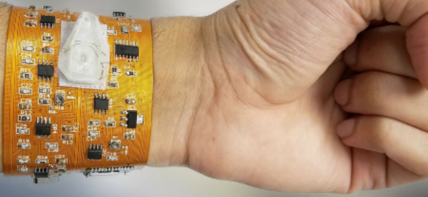 Smartphone Linked Wristband Counts Particles and Cells