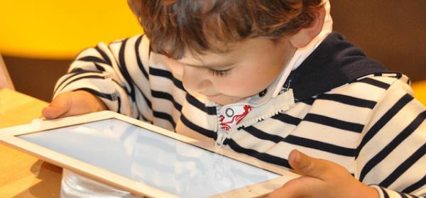 child with ipad 600x279