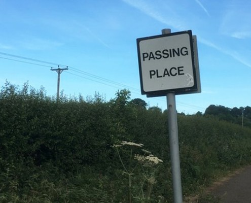 Road sign saying 'passing place'