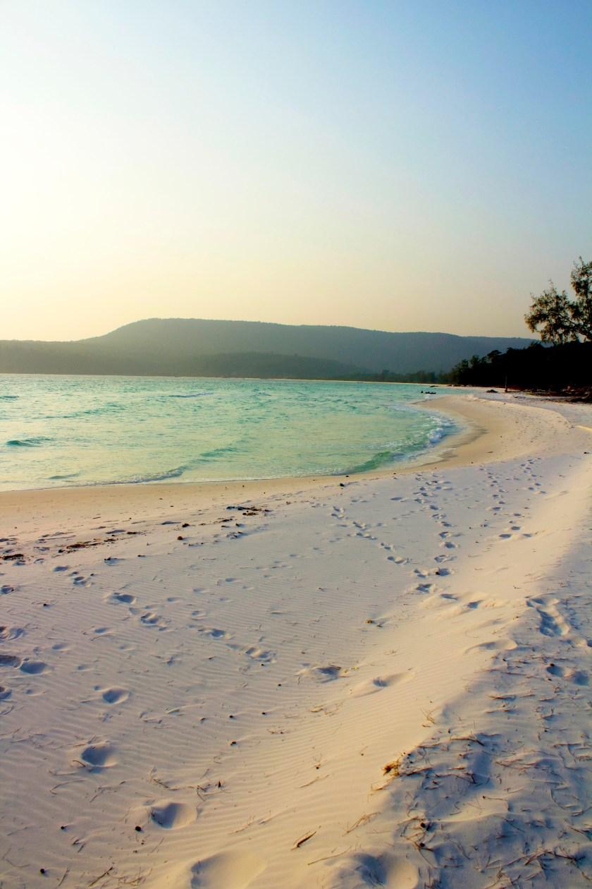 einsamer strand kambodscha