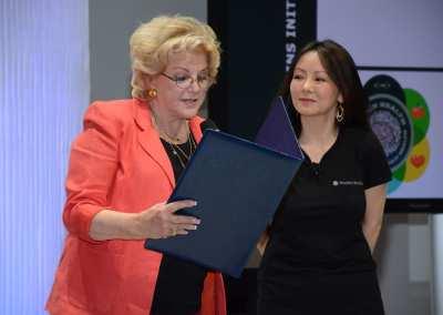 Mayor Goodman with Dr. Kate Zhong