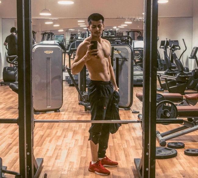 Abhishek Nigam in August 2019 proclaiming that it is to take selfies that he visits the gym
