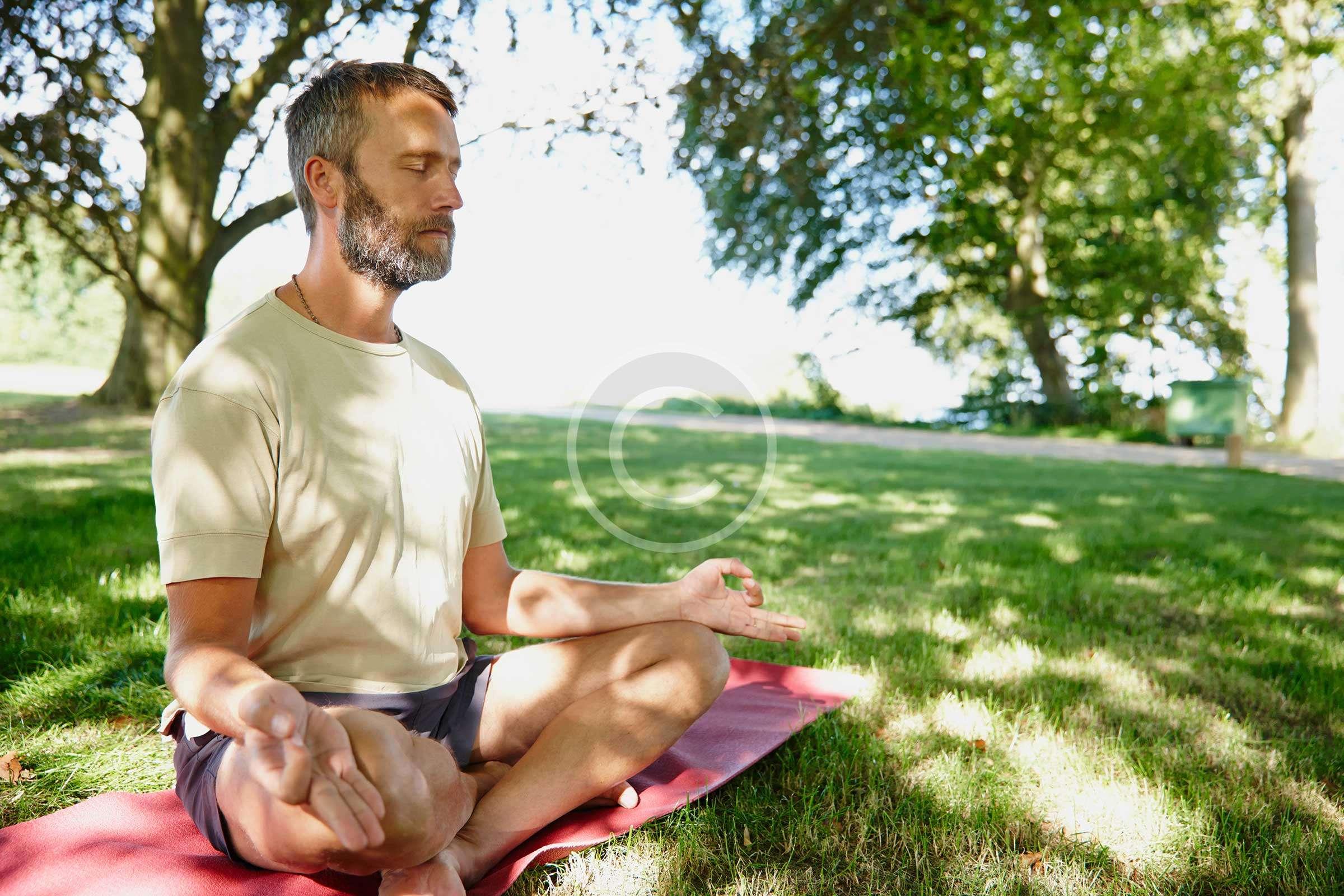 Yoga_meditation_men_relax