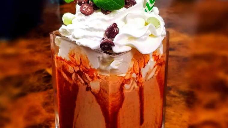 How To Make the Best Chocolate Mint Protein Shake