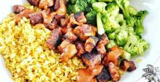 gele rijst met gemarineerde tempé, broccoli en homemade satésaus 1