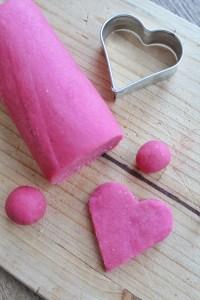 Knal roze vegan en suikervrij marsepein 1