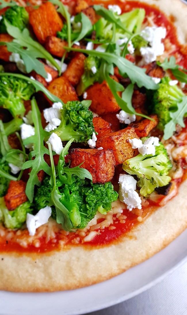 bloemkoolpizza met oranje pompoen en broccoli 2