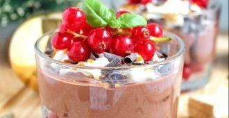 Spicy chocolademousse met rode besjes