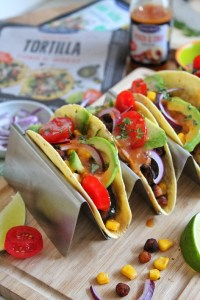taco's met courgette, kikkererwten en maïs met perzik chili salsa