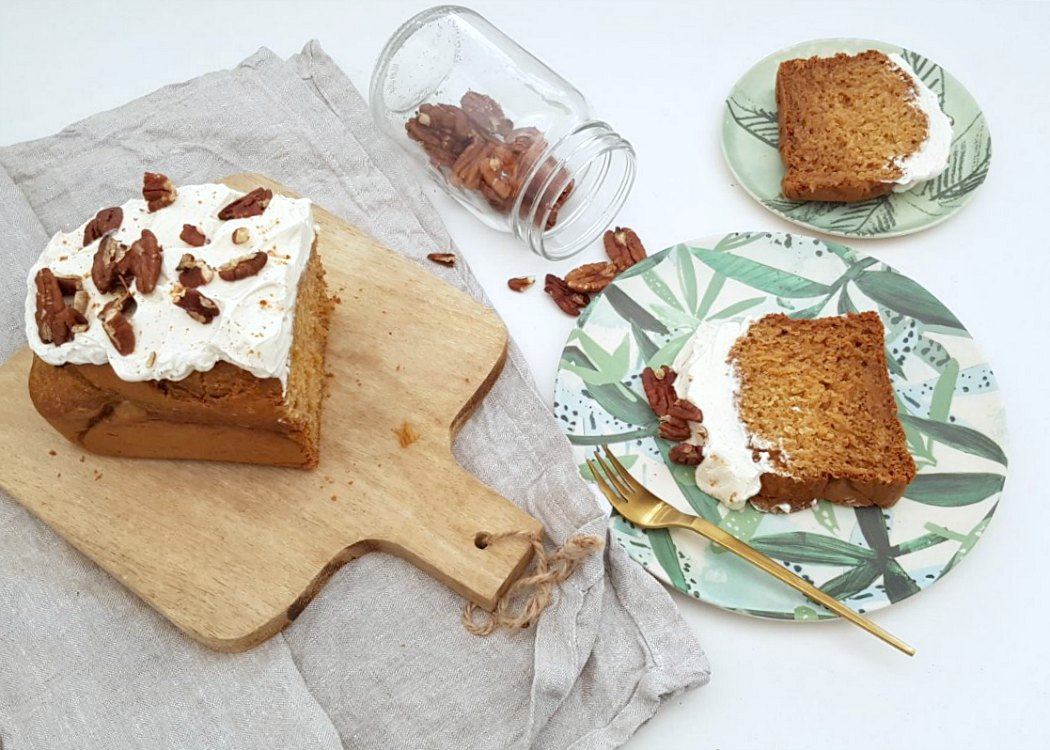 carrotcake met cheescake topping