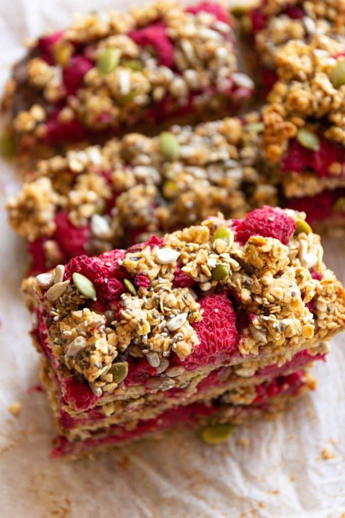 vegan berry oat crumble slice